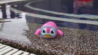 Munchkin Wind Up Swimming Penguin Bath Toy