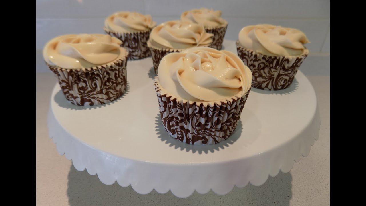 Cupcakes de vainilla con frosting de queso crema y café | Sweet Shop  Victoria