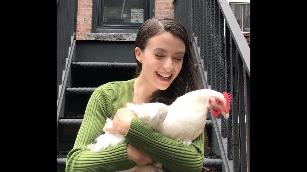 Orthodox Jewish Girl Secretly Gives Activist a Slaughter-bound Chicken