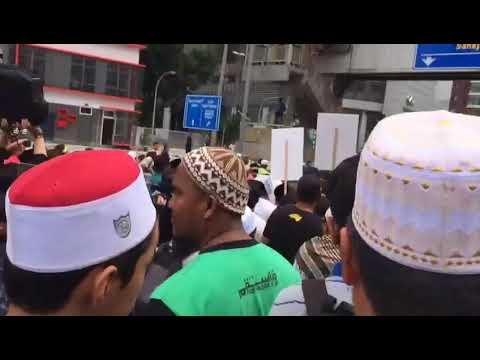 Protestors on Jalan Tun Razak in KL, outside US embassy