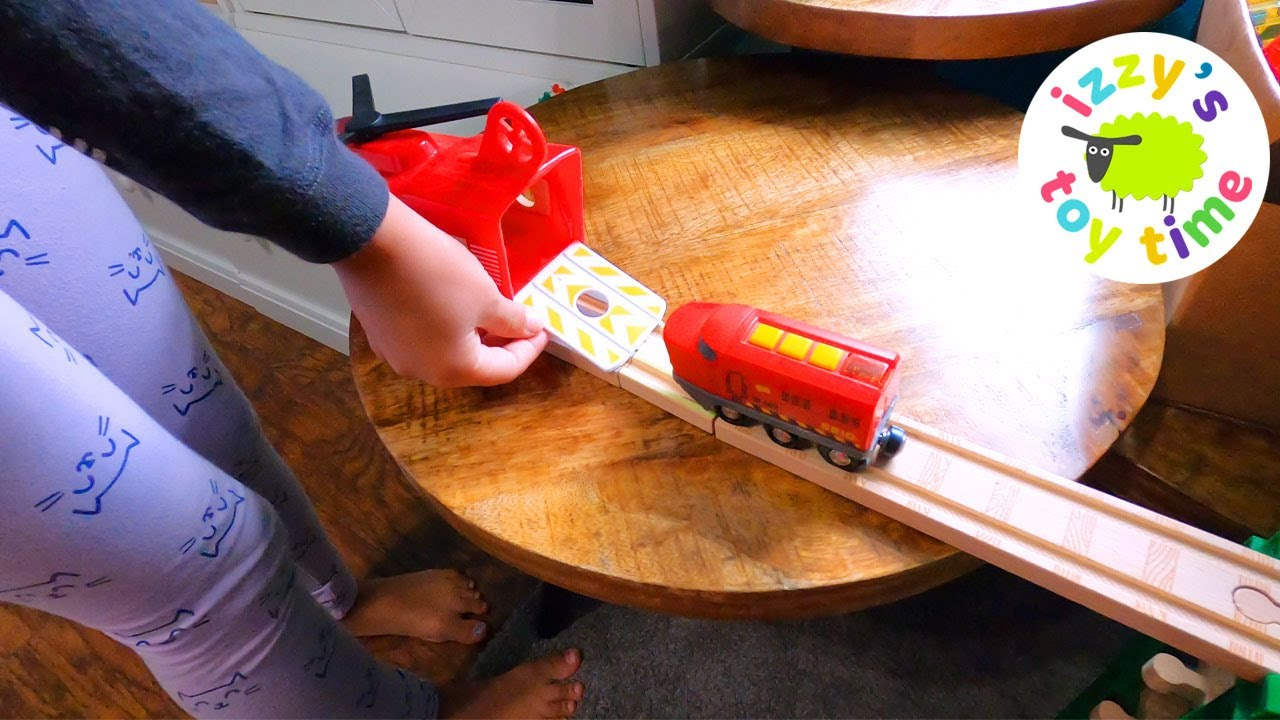 Let's Build a Train Track with CLO CLO in Our New Room!