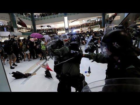يورو نيوز:تصاعد وتيرة الاحتجاجات في هونغ كونغ واشتباكات مع الشرطة …