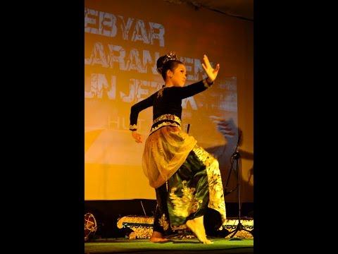 Seni Tari Jaipong Budaya Sunda (Nesya Kirani Fauzia)