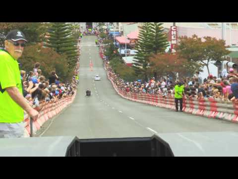 """Port Kembla Billy Cart Derby, """"Claudine"""" by Elephant Gods, CRASH at the end!!!"""