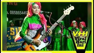 Video Cewek Ini Jago Main Bass Sambil Berdendang Qasidah | Viral Hari Ini download MP3, 3GP, MP4, WEBM, AVI, FLV Juni 2018