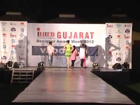 Arti Sharma Fashion Designer Inifd Vadodara Fashion Show 2012 Youtube