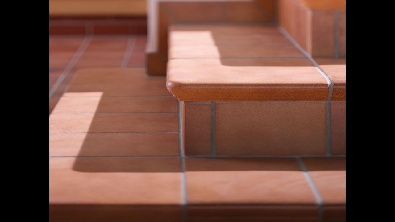 Как грамотно укладывается плитка для крыльца на улице, каковы типичные сложности облицовки плиткой ступенек крыльца – в статье и на видео описаны нюансы. Цветовые предпочтения при выборе плитки для уличных работ учитываются в последнюю очередь, хотя для эстетики и дизайна они важны.