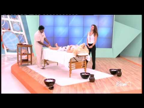 8220aa4b97c Entertv:Το μασάζ της Ελένης Μενεγάκη στην εκπομπή