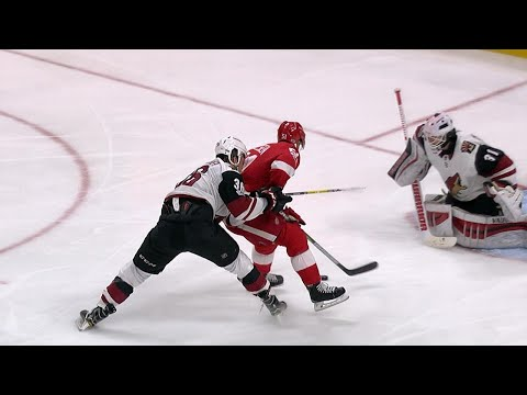 10/31/17 Condensed Game: Coyotes @ Red Wings