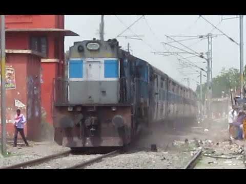 LKO WDM3D Raising Dust at Dildarnagar : 13237 Patna - Kota Express (via Faizabad) !!