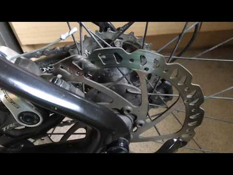 Cleaning bicycle disk brakes