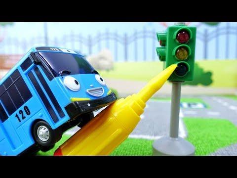 Мультики про машинки - Автобус Тайо ремонтирует светофор - Диди тв