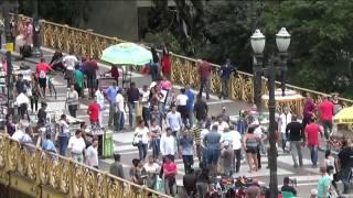 Vídeo mostra ação de ladrões furtando celular e carteira em viaduto no Centro de SP   G1 São Paulo thumbnail