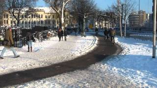 Utility cycling in the snow, Utrecht (Netherlands)