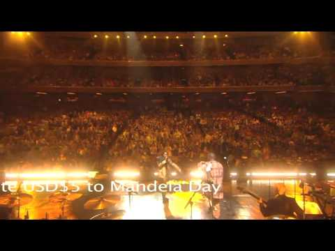 """Baaba Maal performs """"African Woman"""" at Mandela Day 2009 from Radio City Music Hall"""