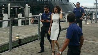 Caught! Anushka & Virat Kohli at Darling Harbor