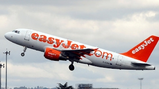 Vyrų pokalbis lėktuve sukėlė paniką, skrydis nutrauktas