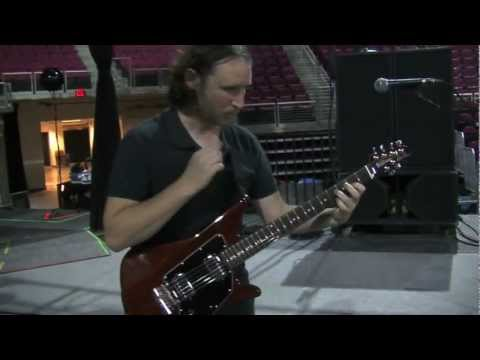 Mike Einziger of Incubus Gives