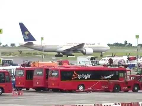 HYDERABAD RAJIV GANDHI INTERNATIONAL AIRPORT SHAMSHABAD VIS FLIGHTS LANDING VIS