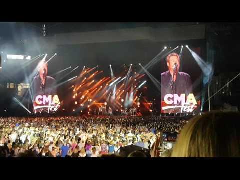 Blake Shelton - Boys Round Here - CMA Fest 2017