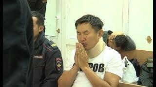 Обращения к небесам и жалобы Дмитрия Баирова на здоровье. Репортаж из зала суда