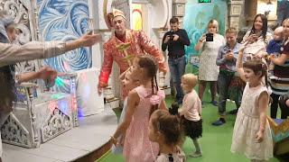 В гостях у сказки Иванушка Баба Яга и много детей