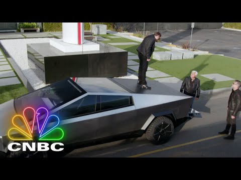 ELON MUSK, JAY LENO AND THE 2021 CYBERTRUCK (FULL SEGMENT) | Jay Leno's Garage