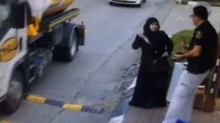 KNIFE ATTACK/Stabbing PALESTINIAN Woman  STABS Israeli Guard with KNIFE_{VIDEO RAW}
