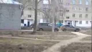 Обычный день в Волгодонске) Мент на капоте  =D
