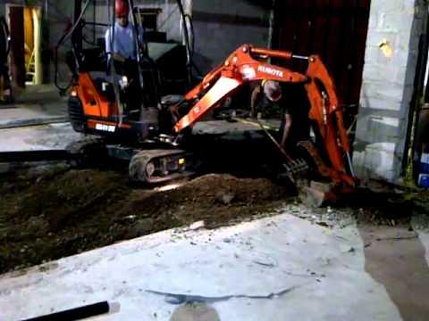 CCC - electric mini-excavator at work
