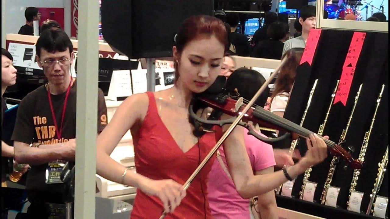 [1080P] 2012臺北世貿樂器展 美女小提琴手 - YouTube