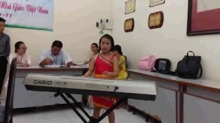 Bé Vân khánh thi đàn: Rừng núi hát tình ca - Organ - Music by: Mạnh Trí