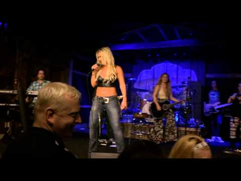 Brooke Hogan - You Shook Me All Night Long (ACDC Cover) - Live