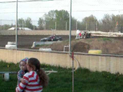 Warren County Speedway Heat Race U81 April 17, 2010