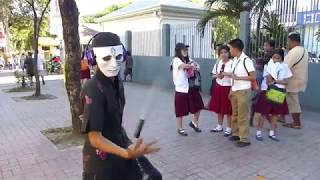 AMAZING NUNCHAKU STREET PERFORMER. FAST!!! (SELF DEFENSE) CEBU PHILS.