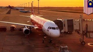 Video AirAsia X plane malfunction forces pilots to make emergency landing in Melbourne download MP3, 3GP, MP4, WEBM, AVI, FLV Agustus 2018