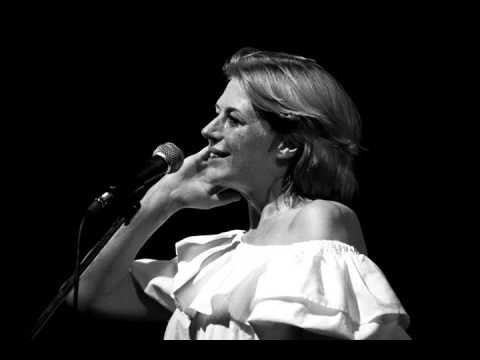"""Marianne Faithfull sings """"Because The Night"""" live 
