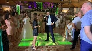 Парень взорвал танцлоп пародируя танец девушки! Супер батл на свадьбе 2019