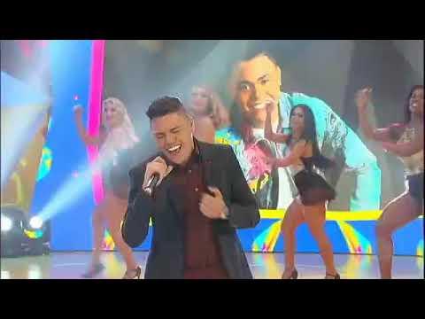 Felipe Araújo canta os seus sucessos no palco do Legendários