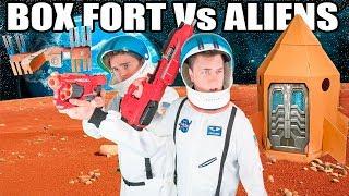 THE BIGGEST BOX FORT SPACESHIP Vs ALIENS 📦🚀