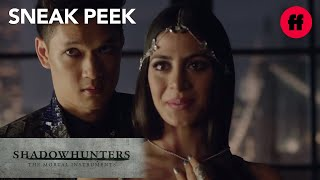 Shadowhunters 1x04 Sneak Peek: Magnus Points at Alec | Tuesdays at 9pm/8c on Freeform!