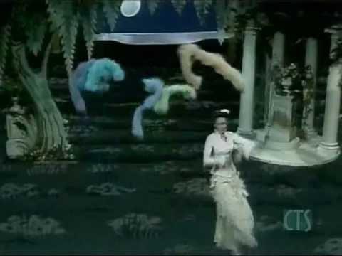 Muppets  Marisa Berensen  dances to