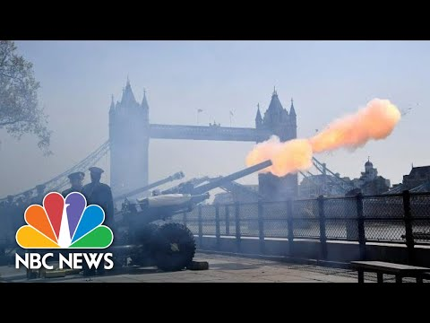 See Queen Elizabeth II's 93rd Birthday Honored With Cannon Blasts
