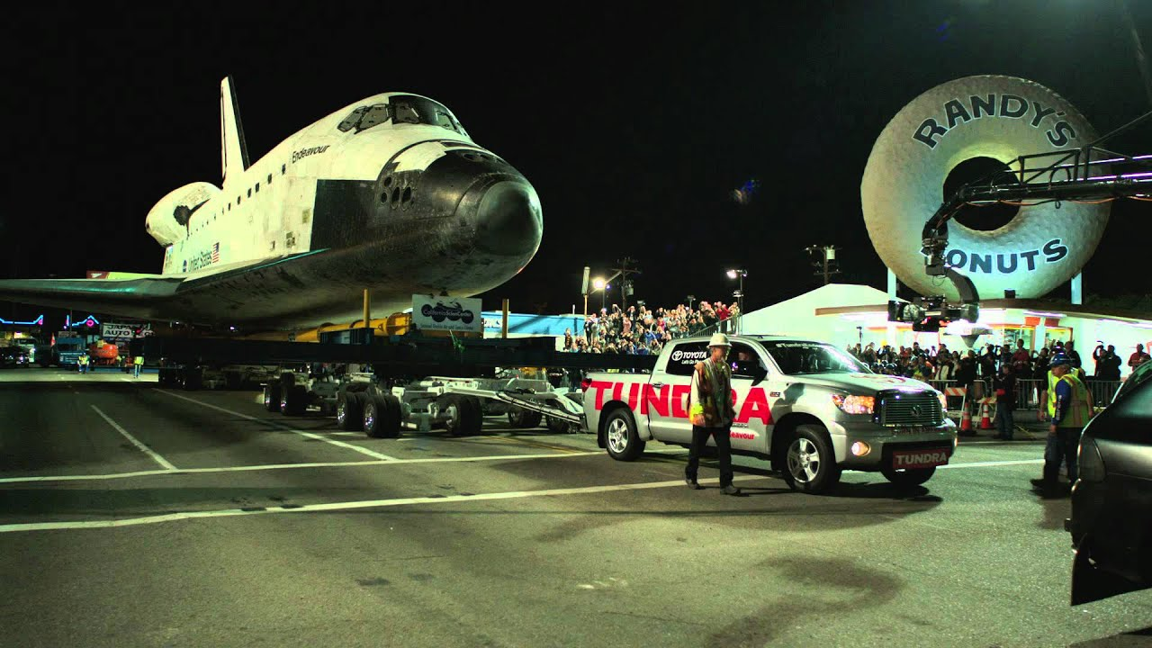 Toyota Tundra Tows Space Shuttle Endeavour Youtube