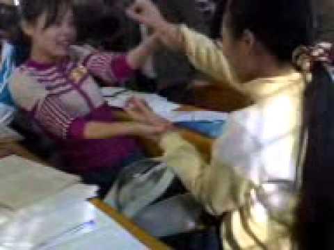 nữ sinh bách khoa đánh nhau trong giờ :))