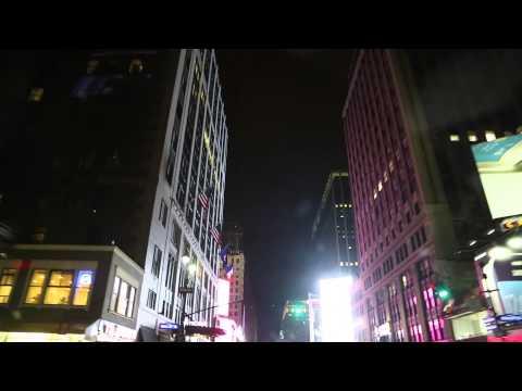 Etats Unis New York chauffeur de taxi de nuit / United States New York Taxi driver by night