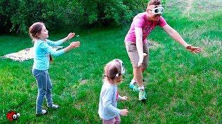 Ne jucam de-a BABA OARBA cu toata Familia Jocuri pentru Copii