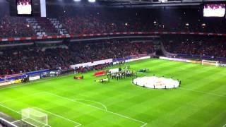 Het Wilhelmus voorafgaand aan Nederland - Zwitserland in de Amsterdam Arena op 11-11-2011