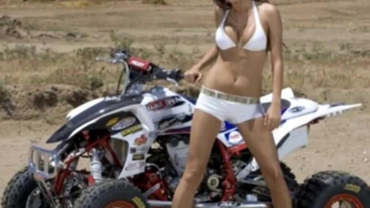 голая девушка на квадроцикле