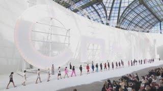 Chanel rinde homenaje a sus musas del cone